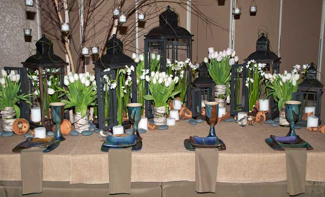 Lantern and tulip table scape