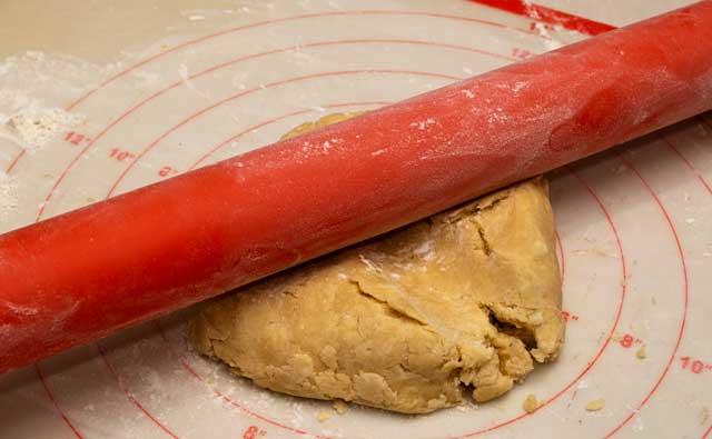 Rolling crust