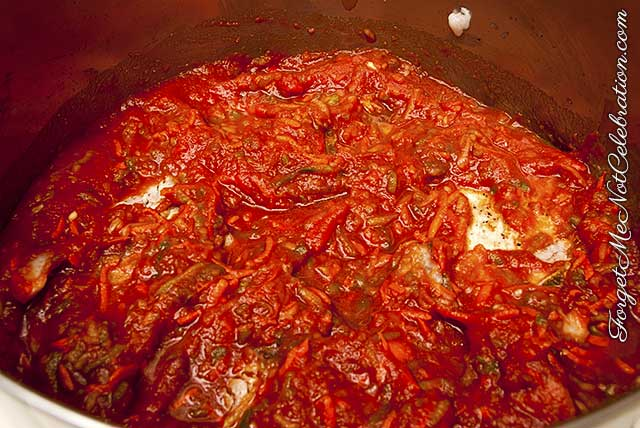 Tomato sauce and pork chops