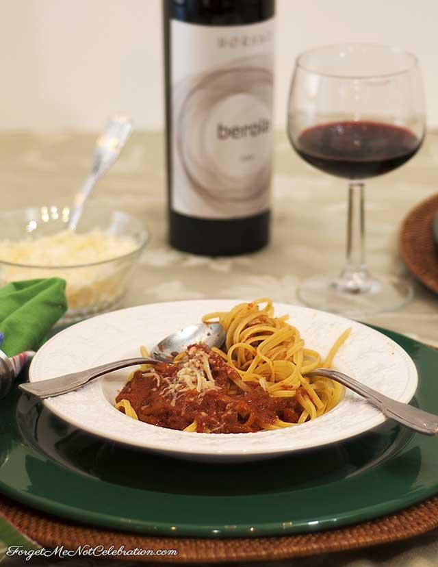 Spaghetti and marinara sauce