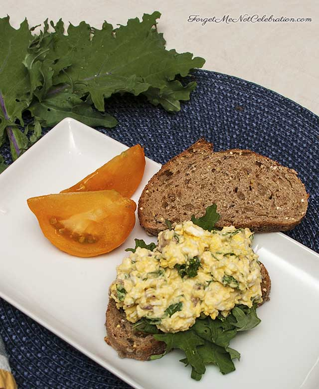 Egg salad with kale
